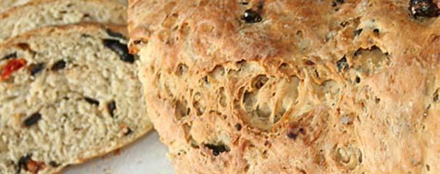 Brød med tomat, oliven og fetaost